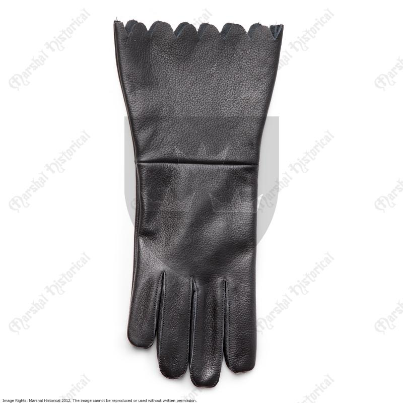 17th century Gloves The Time Seller